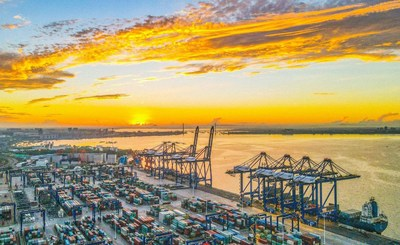 An aerial photo showed the bustling China Yangpu Port located on the west coast of the Hainan Free Trade Port on May 26. (Photo by Chen Yuancai / Hainan Daily)