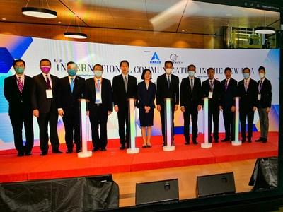 (from left) Dr Henry Ho, Prof Witman Hung, Mr Nicholas Chan, Mr Tam Yiu Chung, Mr Bernard Chan, Ms Lu Xinning, Mr Leung Chun Ying, Mr Paul Chan, Mr Yang Yirui, Dr Herman Hu, Dr Kennedy Wong, Dr Vincent Ho
